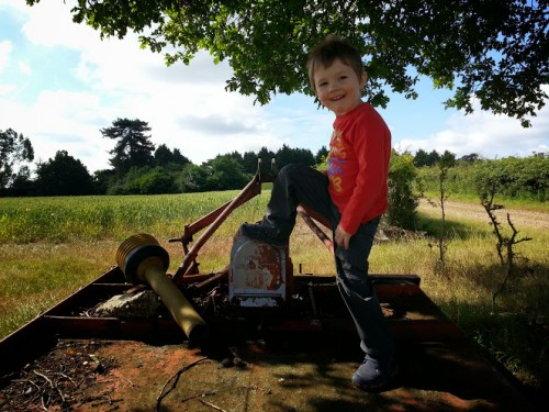 Walks And Walking - Mountain Warehouse Kids - Tedi ready for action