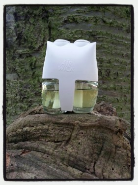 Yorkshire Dales White Roses and Pink Sweet Pea Air Wick Electrical Plug Diffuser